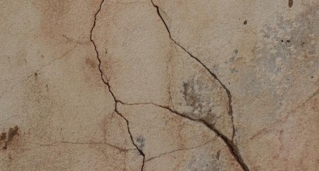 stucco cracks-photo-pixabay